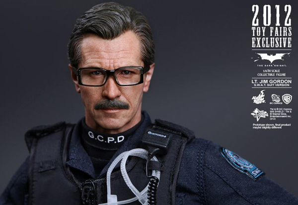 Preview | Hot Toys: Lt. Jim Gordon (SWAT Suit Ver.) (15)