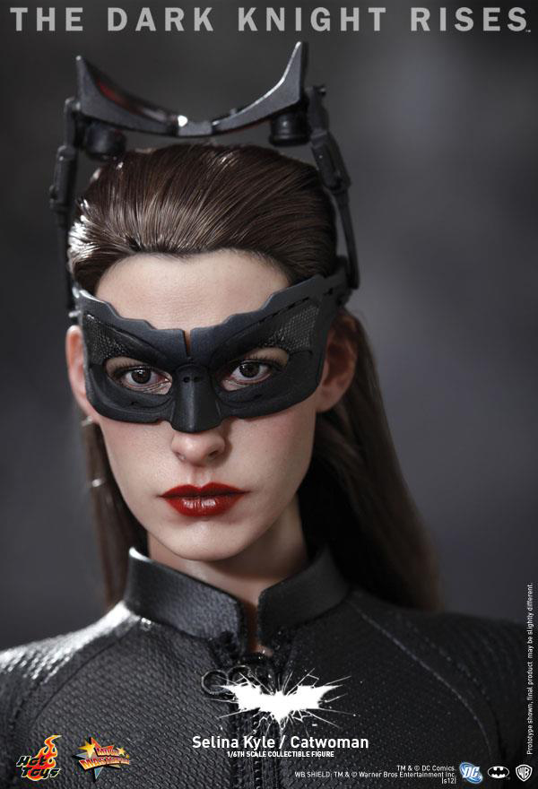 Preview | Hot Toys: Selina Kyle / Catwoman (13)