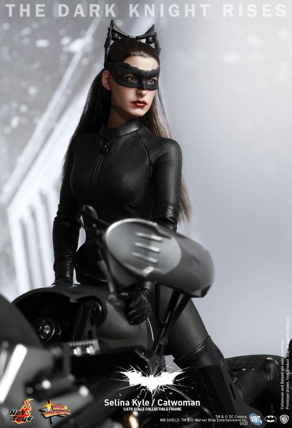 Preview | Hot Toys: Selina Kyle / Catwoman (10)