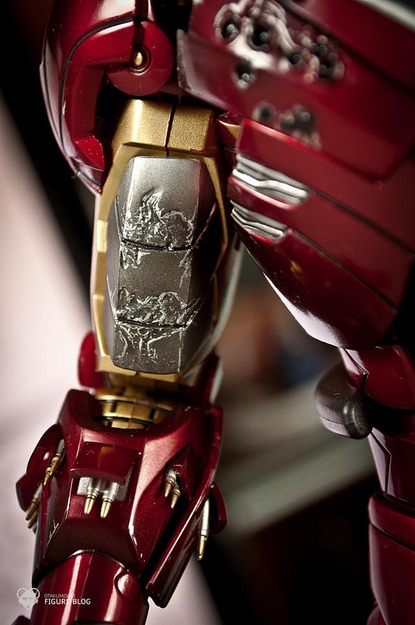 Hot Toys: Ironman Mark VI (16)
