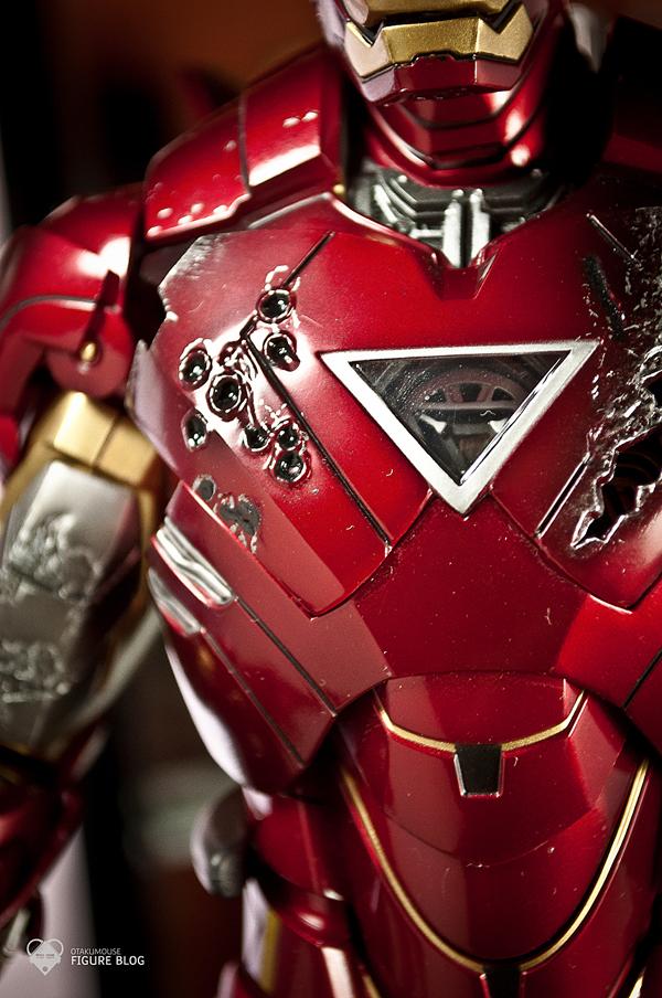 Hot Toys: Ironman Mark VI (18)