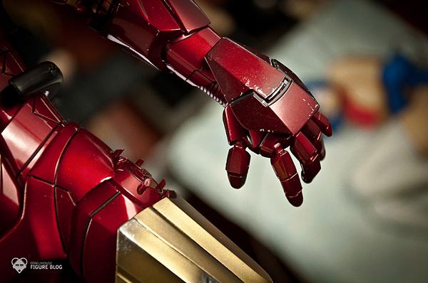 Hot Toys: Ironman Mark VI (19)