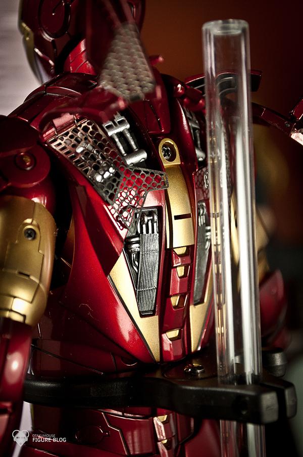 Hot Toys: Ironman Mark VI (24)