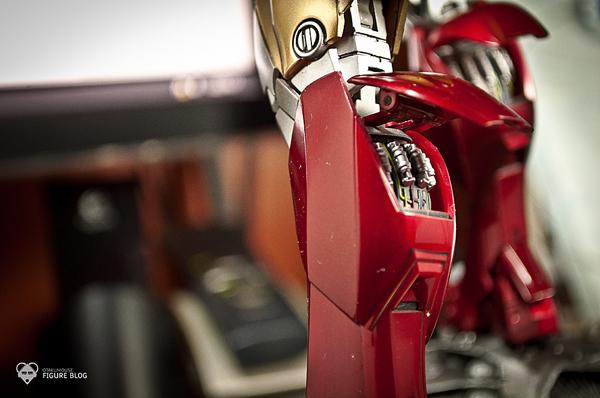 Hot Toys: Ironman Mark VI (27)