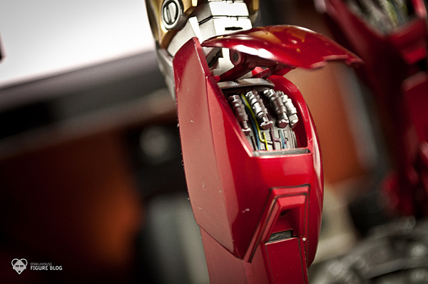 Hot Toys: Ironman Mark VI (28)