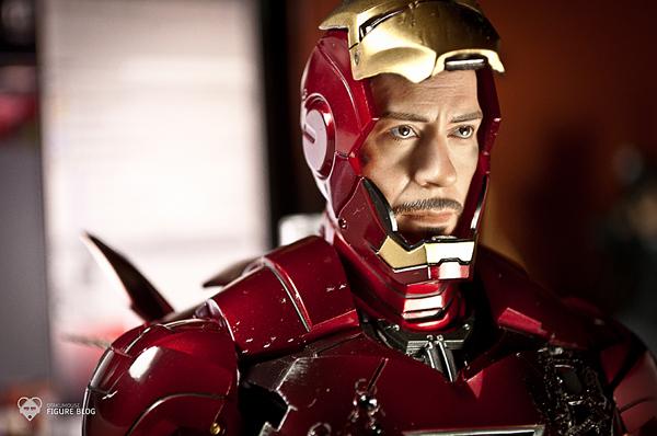 Hot Toys: Ironman Mark VI (32)