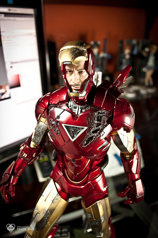 Hot Toys: Ironman Mark VI (35)