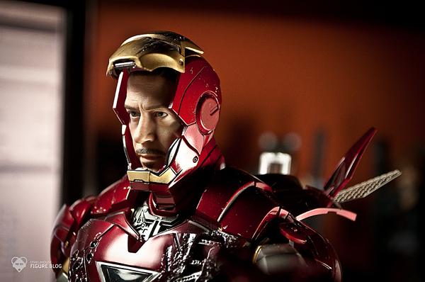 Hot Toys: Ironman Mark VI (38)