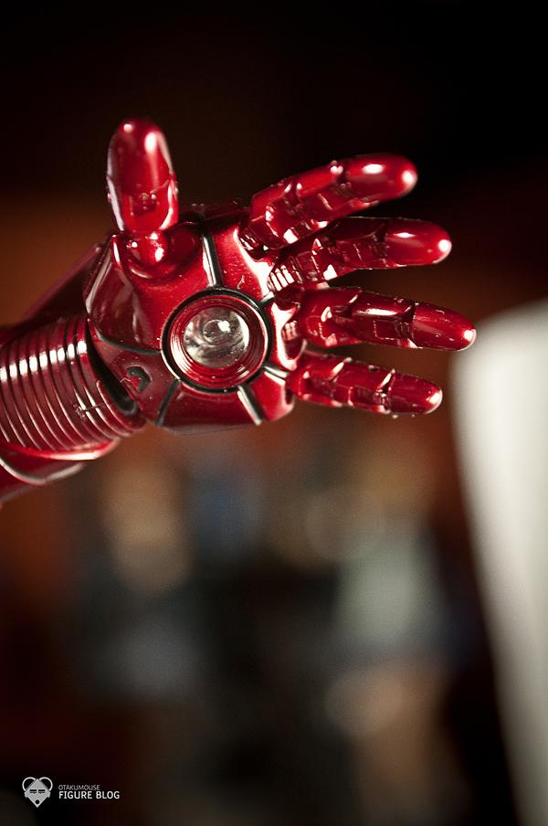 Hot Toys: Ironman Mark VI (39)