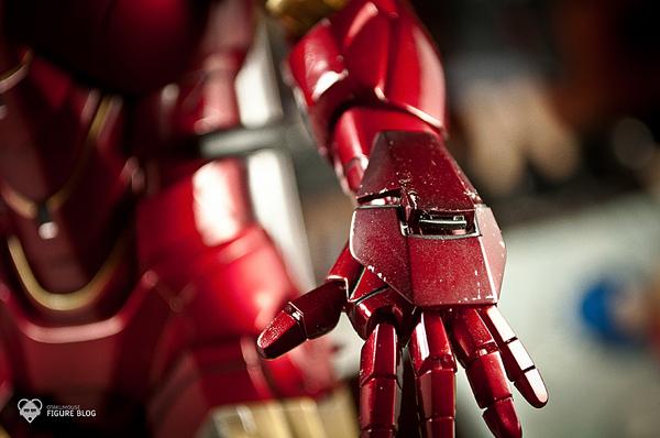 Hot Toys: Ironman Mark VI (41)
