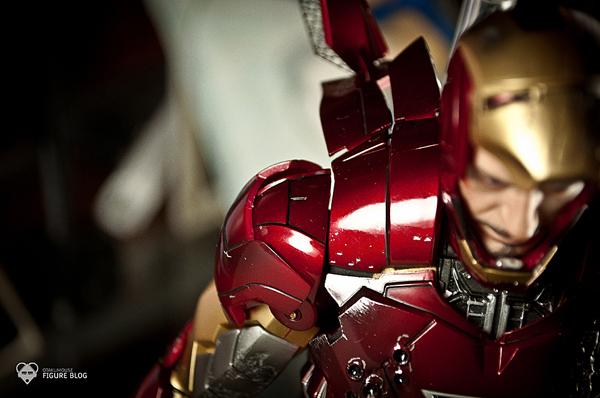 Hot Toys: Ironman Mark VI (42)