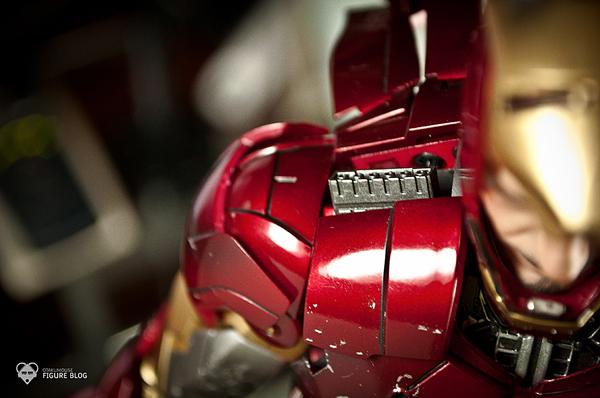 Hot Toys: Ironman Mark VI (44)