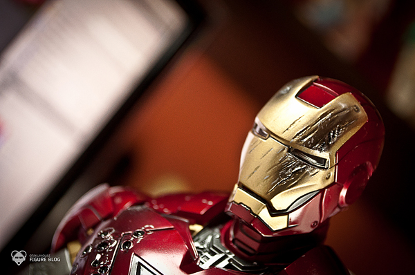 Hot Toys: Ironman Mark VI (54)
