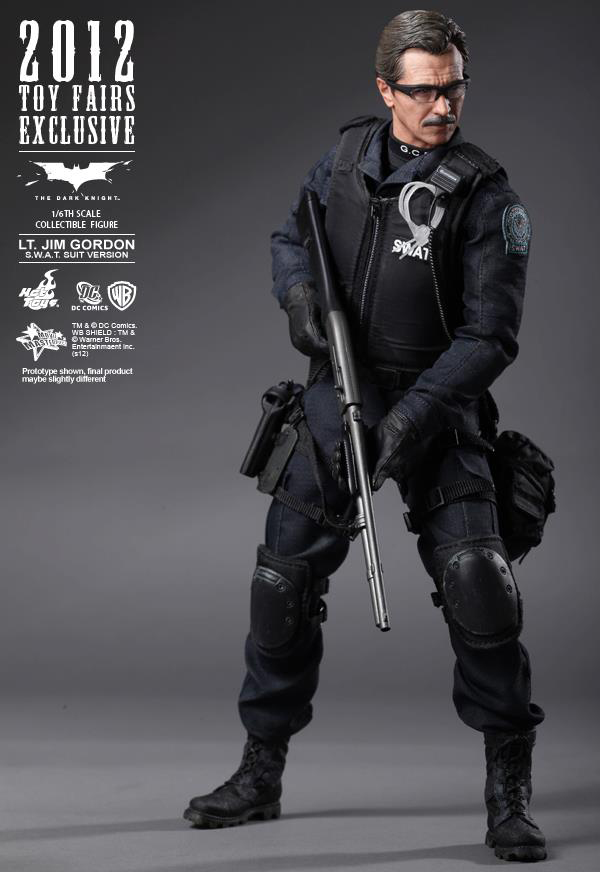 Preview | Hot Toys: Lt. Jim Gordon (SWAT Suit Ver.) (13)
