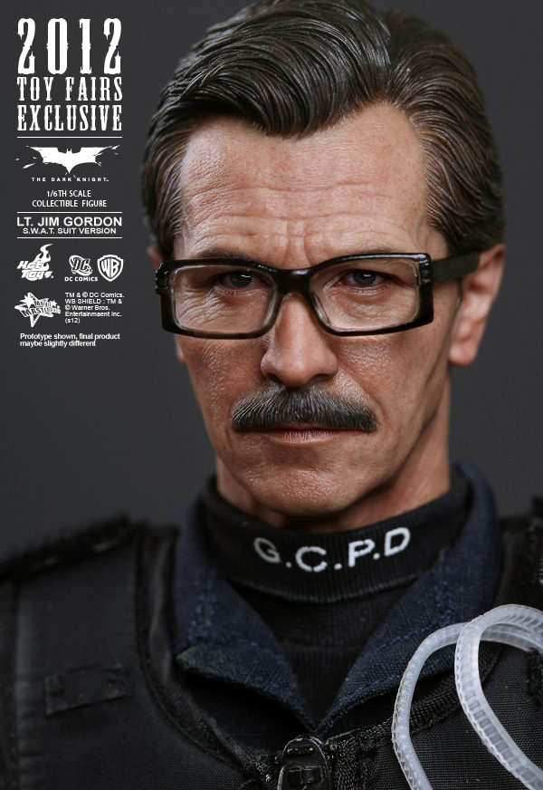 Preview | Hot Toys: Lt. Jim Gordon (SWAT Suit Ver.) (12)