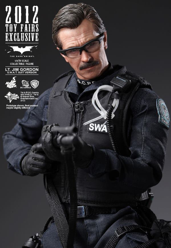 Preview | Hot Toys: Lt. Jim Gordon (SWAT Suit Ver.) (11)