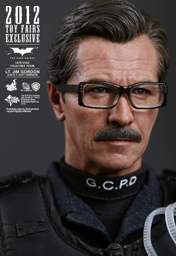 Preview | Hot Toys: Lt. Jim Gordon (SWAT Suit Ver.) (10)