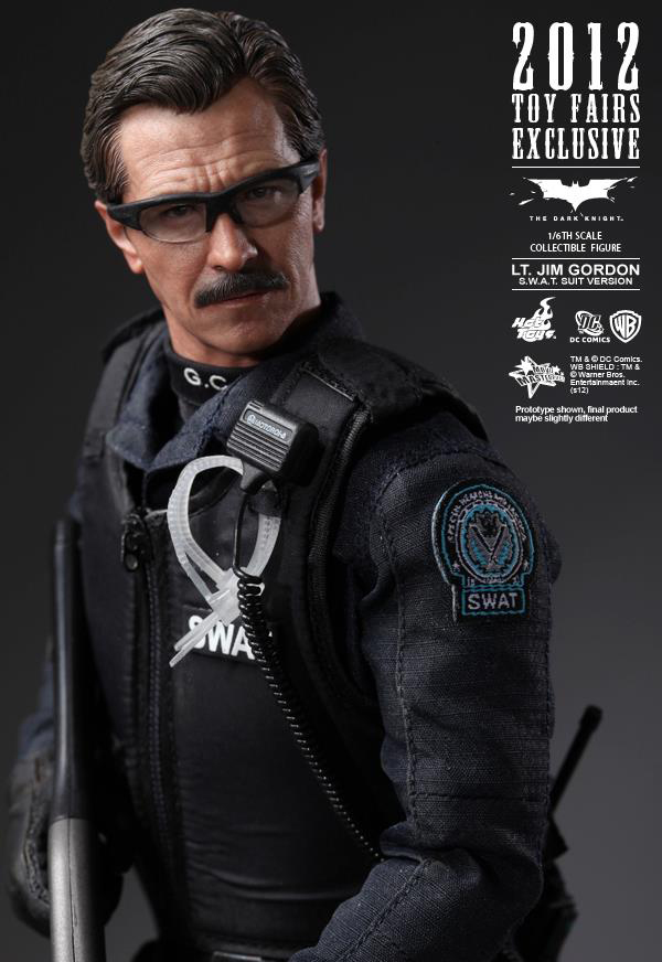 Preview | Hot Toys: Lt. Jim Gordon (SWAT Suit Ver.) (7)
