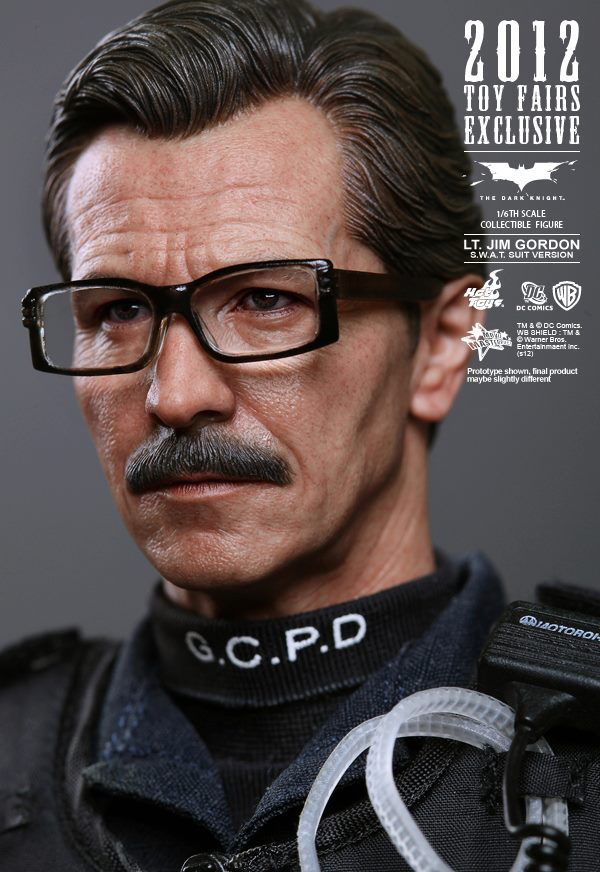 Preview | Hot Toys: Lt. Jim Gordon (SWAT Suit Ver.) (6)
