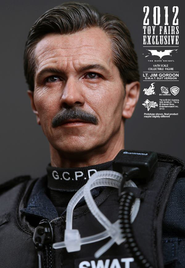 Preview | Hot Toys: Lt. Jim Gordon (SWAT Suit Ver.) (5)