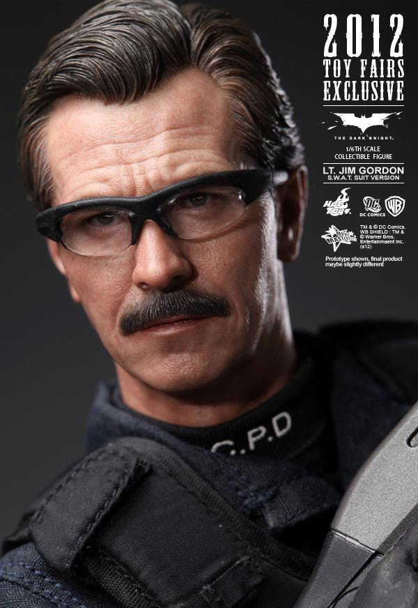 Preview | Hot Toys: Lt. Jim Gordon (SWAT Suit Ver.) (4)