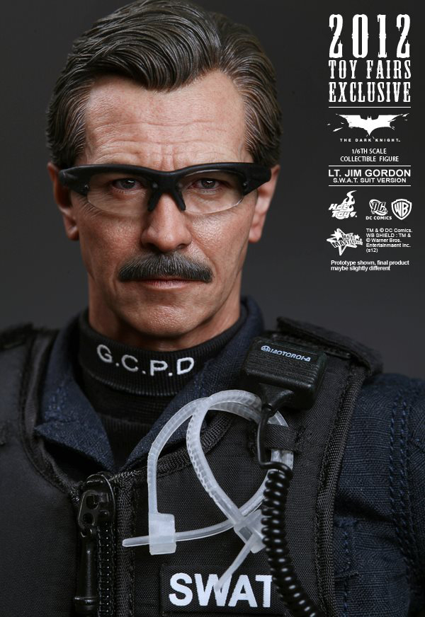 Preview | Hot Toys: Lt. Jim Gordon (SWAT Suit Ver.) (3)
