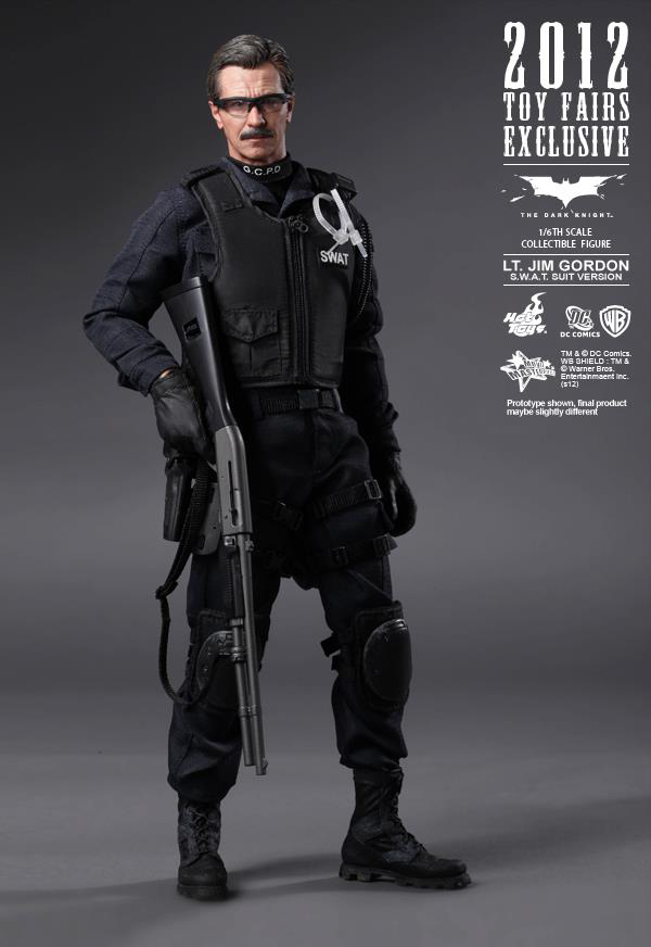 Preview | Hot Toys: Lt. Jim Gordon (SWAT Suit Ver.) (2)
