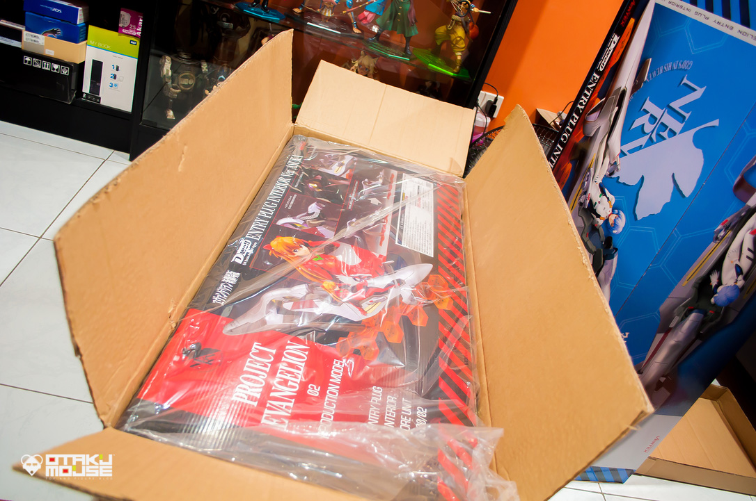Picking Up Vertex's Huge Evangelion Figures (8)