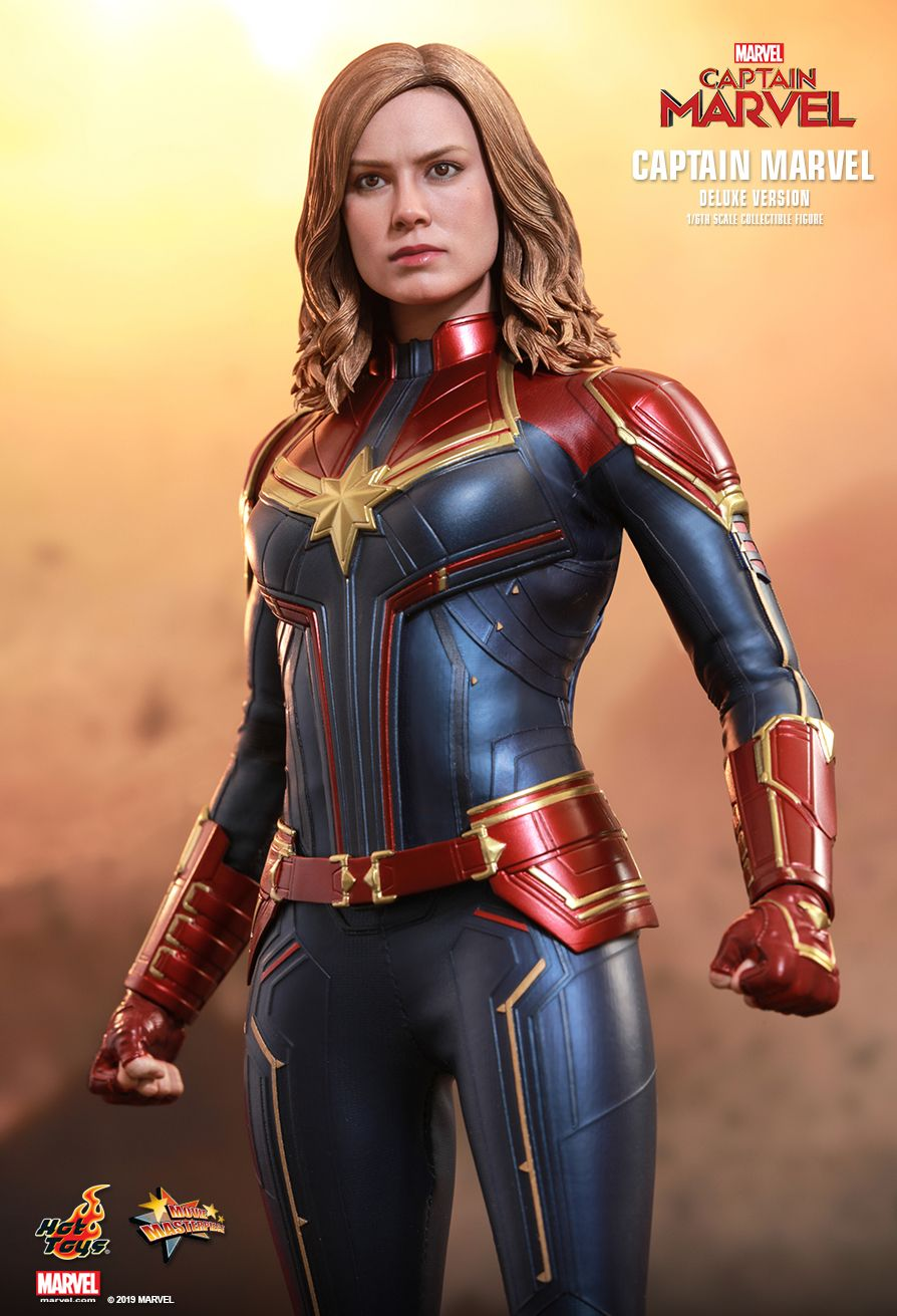 Hot Toys 1/6 Captain Marvel 1